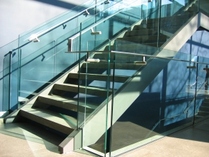 1392575_modern_glass_staircase