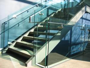 1392575_modern_glass_staircase