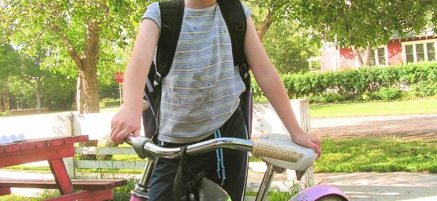 Mädchen mit Rad